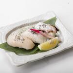 ろばた焼き 海賊 - 塩レモン握り三貫(ホタテ、タコ、白身) 480円
