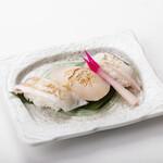 ろばた焼き 海賊 - 鮮魚炙り三貫(カンパチ、ホタテ、タイ)580円