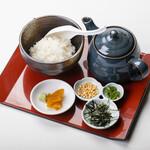 ろばた焼き 海賊 - 鯛出汁お茶漬け 780円 しらすor沖漬け茶漬け 680円