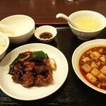 142523182 - 麻婆豆腐と黒酢酢豚セット