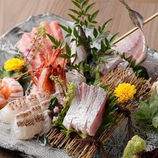 和食出身熟練の料理人が織りなす旬の刺身の数々
