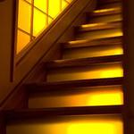 金峰 - 階段(2Fへ上がる階段はライトアップされて綺麗です)