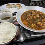 陳麻婆豆腐 マエジマ - 料理写真:麻婆豆腐セットに焼き小籠包