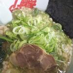 山岡家 - 醤油ラーメン¥670 薬味ねぎ¥120