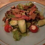ル・ポアソンルージュ - ベーコンとポルチーニのサラダ