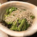 くらのあかり - 小松菜と九条ネギの旨塩じゃこサラダ