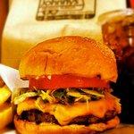 ジョニーズ バーガー - Deluxe Cheese Burger
