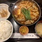 Nikumotsuyajimbou - ホルモン甘辛煮定食