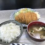 142558006 - ロースカツ定食(^q^)