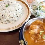 """アジアンキッチン レストラン&バー - 料理写真:ジラライス """"Jira Rice"""",野菜カレー """"Vegetable Curry"""" ※サラダはサービス"""