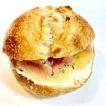 セシュエット - 桃とクリームチーズの生ハムサンド