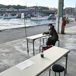 田子の浦港 漁協食堂 - 岸壁に一番近い席がペット同伴席