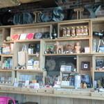 ハンズカフェ - 好奇心を刺激するグッズの数々