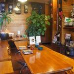 いちょうの木 - ハワイアン調の店内。