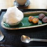 はぶたえ - ミニ氷抹茶あずきとミニ団子2本のセット(682円)♥