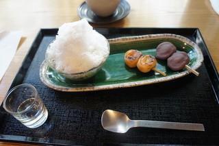 はぶたえ 日暮里駅前店 - ミニ氷抹茶あずきとミニ団子2本のセット(682円)♥