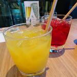 サラベス - マンゴージュース&クランベリージュース