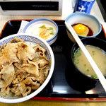 吉野家 - 豚丼+味噌汁+玉子+お新香。