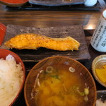 越後屋玄白 - サーモン塩焼き 定食