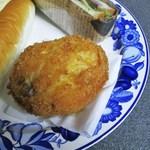 ベーカリー寿屋 - 本熟カレーパン