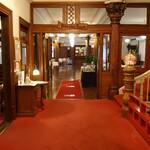日光金谷ホテル - メインダイニングの入口
