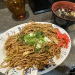 後楽そば - 焼きそば(並)+たまご  スープ付 ¥520-