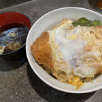 後楽そば - カツ丼 スープ付 ¥590-