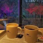 パノラ キッチン オブ ザ シーズンズ - 夕暮れ時のコーヒータイム。