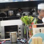 もつ焼き 稲垣 - 厨房の一部風景