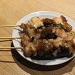 クオン - 2012.8 しそ巻(1串200円)鶏肉に大葉が巻かれ梅肉ソースがかかっています