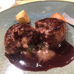 ahill - ランチB 5500円。フォワグラ入りハンバーグ。赤身のお肉、フォワグラ、ソースが相まって、とーっても美味しかったです(╹◡╹)(╹◡╹)