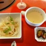 千乃房 - 近江牛肉の薄焼きステーキ重セット1,500円のスープとサラダ