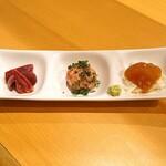 鳥長 - 前菜  右から 山芋を敷いた胸肉のづけ、生つくね、砂肝とハツとレバー