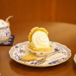 142641915 - スイス風シュークリーム(280円)