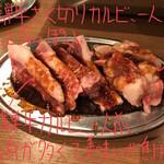 Hidayakinikuhorumombotan - 飛騨牛カルビ 500円(写真左)             飛騨牛ざく切りカルビ 300円(写真右)