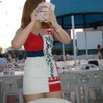 ビアカーニバル - お待ちかねのサービス写真(笑) バドガールのシャカシャカポテト 480円