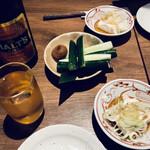 大樹 - 瓶ビールに御通しの豆腐に梅きゅうり