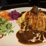 VIVA cafe'sta - やわらか牛肉のデミオムライス1380円