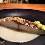 Ao - 串本 神経締め縞鯵の藁焼き ソースはお酢とトマトのコンソメ、お米のヴィネグレットソース、酸味と自然な甘味が縞鯵の上質な脂と絡み合い、この上のない美味しさとは正にこの料理です!