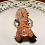 Ao - 長井と蒲郡 赤座海老の食べ比べ ビスクと共に こちらは愛知県蒲郡の赤座海老 身がプリっとして甘味が強く出ています 火入れが絶妙で旨味成分が逃げていないのが焼く技術の賜物です♪
