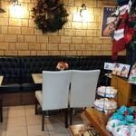パティスリー アミュレット - カフェコーナーあり