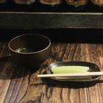 丸万焼鳥 - 鶏スープ+胡瓜