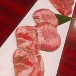 焼肉 芝浦 - タン三種もり(つらみ、牛タン、たんすじ)