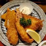 三亀 - エビフライ、イカフライ、白身魚のフライ、カニ爪フライ(ほぼクリームコロッケ)