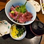 三亀 - マグロ丼(税抜き980円)