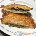 北のぱん焼小屋 - 羽根付きチーズ豚まんの断面
