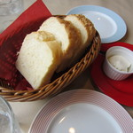 ピアットロッソ - ランチ パン