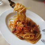 ピアットロッソ - ベーコンと夏野菜のパスタ