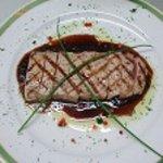 フォンティーナ - シニアの方々に定評のマグロのステーキ