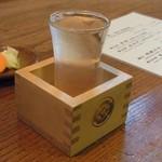 門前茶寮彌生座 - 日本酒は枡にグラス